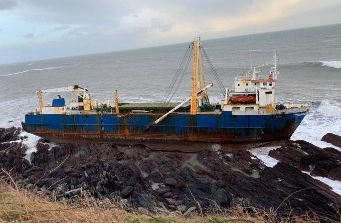 'Navio fantasma' aparece na Irlanda após 16 meses à deriva