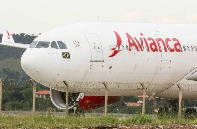Avianca suspende completamente transporte de passageiros por coronavírus