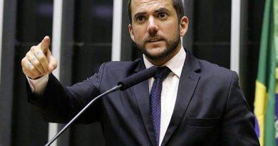 Bolsonaristas querem R$ 2 bi do Fundo Eleitoral no combate à Covid 19