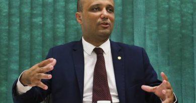 Câmara suspende doze deputados do PSL por um ano