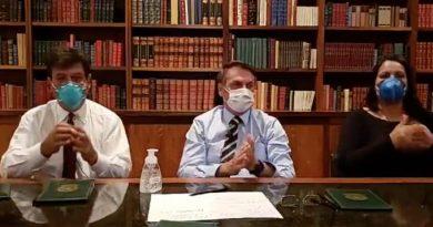 De máscara, Bolsonaro pede suspensão de manifestações do dia 15