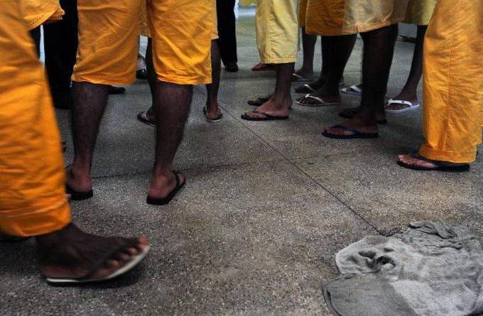Governo recomenda isolar presos com cortinas em cadeias lotadas