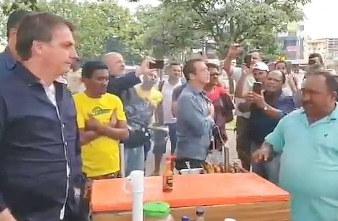 Mandetta reforça distanciamento social um dia após passeio de Bolsonaro
