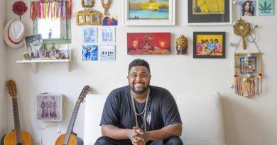 Em casa, rapper Baco Exu do Blues usa panelaços para fazer música