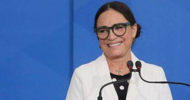 Em meio a crise, Regina Duarte deixa formação de gabinete para depois