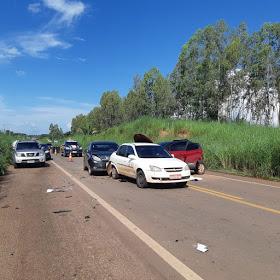 Engavetamento envolvendo quatro veículos deixa oito feridos na BR-316