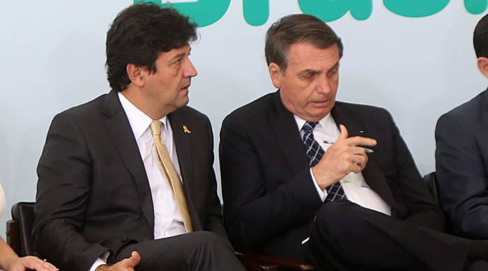 Mandetta fala em sair, mas quer que Bolsonaro assuma o peso da sua demissão