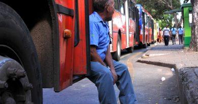 Motoristas de ônibus deverão ter jornada de trabalho e salários reduzidos