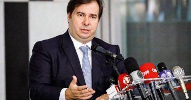 Após denúncias de corrupção, Rodrigo Maia mantém DEM no governo Witzel
