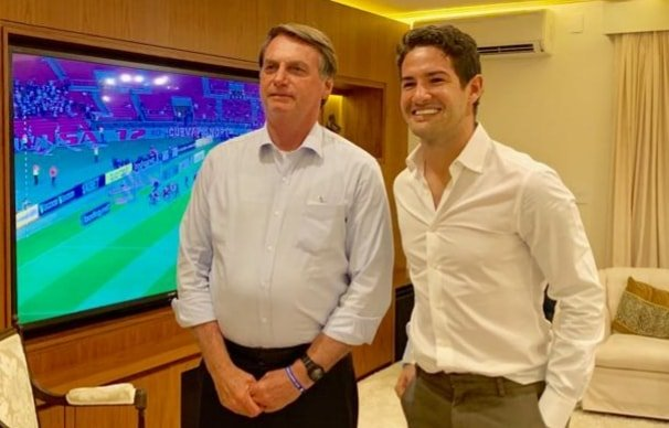 "Genro de Silvio Santos, jogador Alexandre Pato manifesta apoio a Bolsonaro: ""Quanta maldade"""