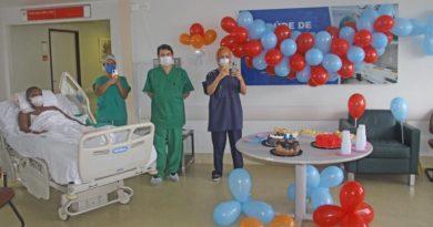 Paciente internado no Hospital Dr. Carlos Macieira ganha festa surpresa de aniversário