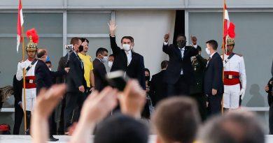 Por medo de protestos, Bolsonaro recusa convite de militares para visitar hospitais que tratam Covid 19