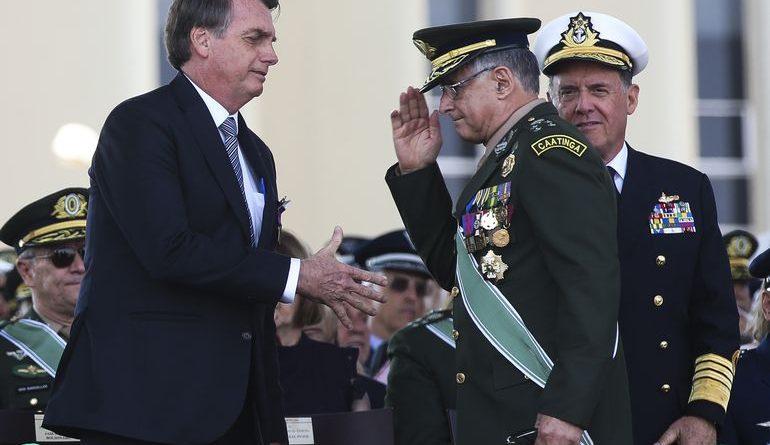 """""""Tudo aponta para uma crise"""": Bolsonaro usa Twitter para fazer nova ameaça às instituições"""