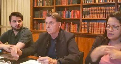 Bolsonaro volta a atacar governadores e diz não querer esconder dados