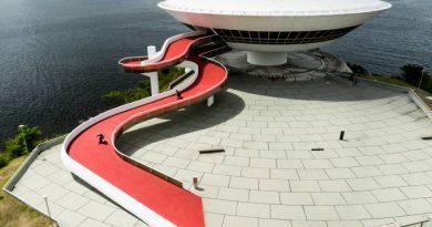 Skate: Brasileiros lançam documentário usando obras de Niemeyer como pista