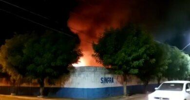 Incêndio destrói máquinas e veículos na SINFRA em Imperatriz