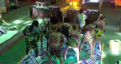 """Italiano aprende a dançar funk com brothers durante a festa """"África"""""""