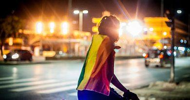 Pessoas LGBT tiveram mais problemas financeiros e de saúde na pandemia, diz estudo