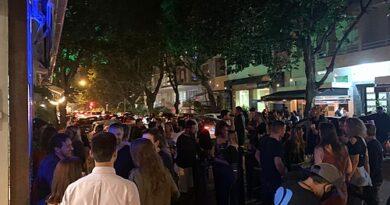 Reabertura de bares e restaurantes deve agravar pandemia no Brasil, avalia médico