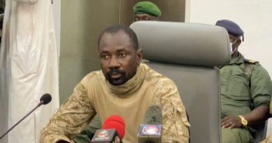 Coronel assume liderança do Mali