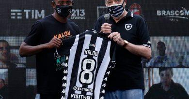 Kalou é regularizado no BID e atacante está liberado para estrear pelo Botafogo