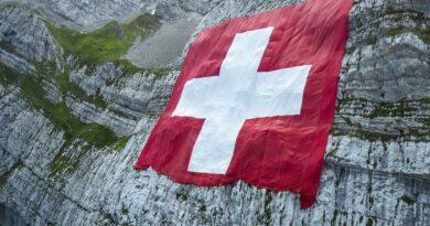 """Suíça celebra Dia Nacional com homenagem a """"heróis"""" da pandemia"""