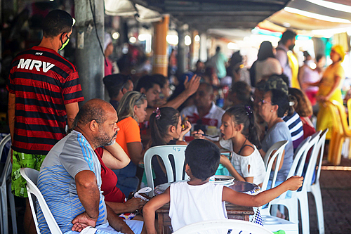 """135 mil mortos pela covid: Bolsonaro diz que ficar em casa """"é para os fracos"""""""