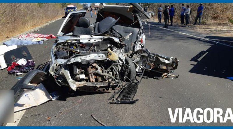 Acidente entre carreta e carro deixa três pessoas mortas em Oeiras