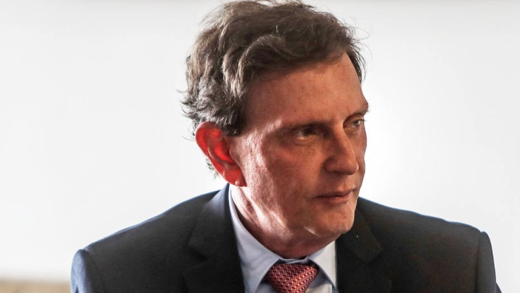 Ainda sem vice, Crivella lança candidatura no Rio