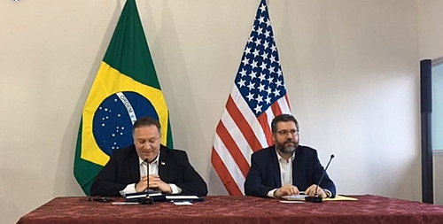 """Após encontro com Pompeo, Brasil """"descredencia"""" diplomatas venezuelanos"""