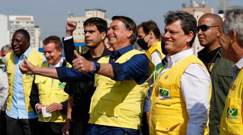 Bolsonaro chama prefeitos e governadores de 'projetos de ditadores nanicos'