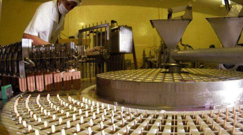 Brasil atinge menor participação na produção industrial mundial desde 1990, diz CNI