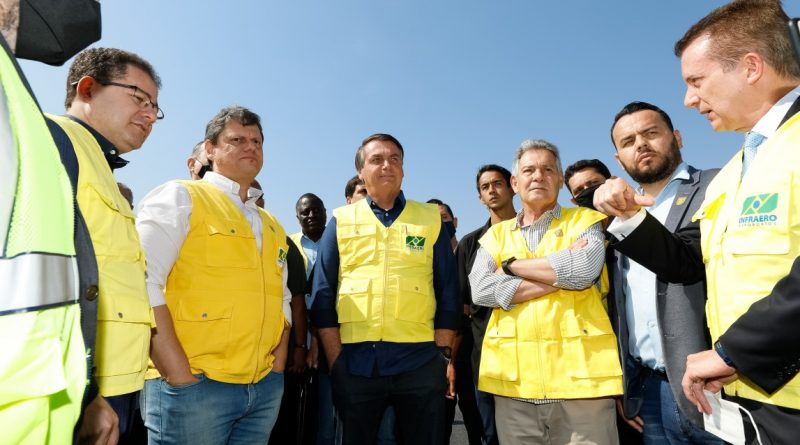 Candidato em SP, Russomano visita aeroporto junto de Bolsonaro