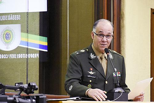 Chefe da Inteligência do Exército morre com suspeita de covid