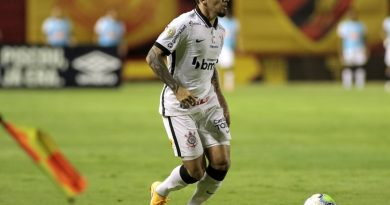Corinthians perde Fagner e tem retorno de Araos para pegar o Atlético GO