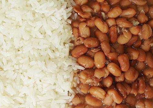 """""""Esse mês não comprei arroz"""": alta de preço da comida afeta população de Fortaleza"""