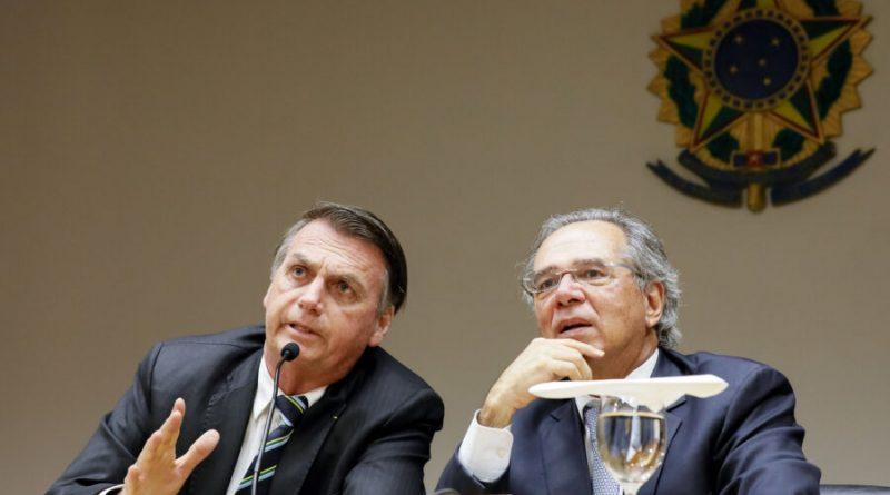 Governo poupa juízes e procuradores de reforma por decisão política, dizem especialistas