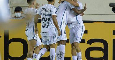 """Jean Mota, do Santos, faz um gol após 15 meses e diz: """"Me dá confiança para prosseguir"""""""