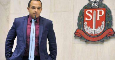 Justiça obriga Twitter a retirar do ar vídeos de deputado bolsonarista