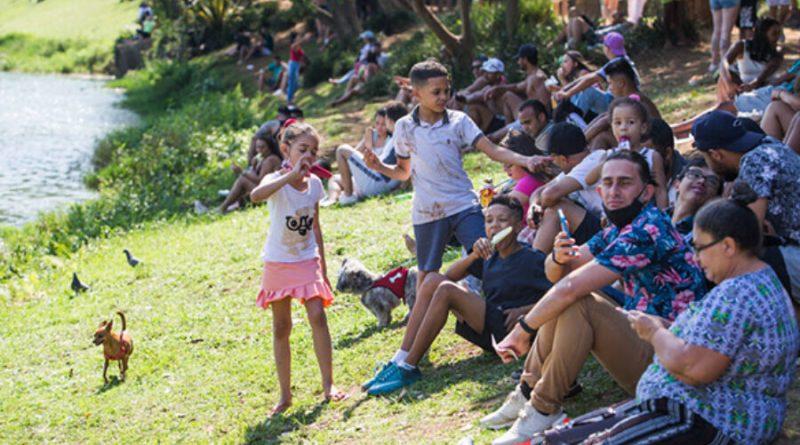 No feriado, brasileiros decretam por conta própria fim das medidas de isolamento