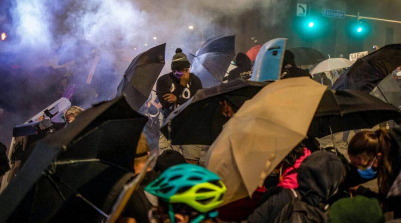 Noite de protestos antirracistas em 3 cidades dos EUA acaba em confrontos violentos