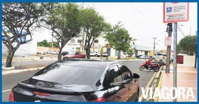 Renovação de cartões de estacionamento segue suspensa pela Strans