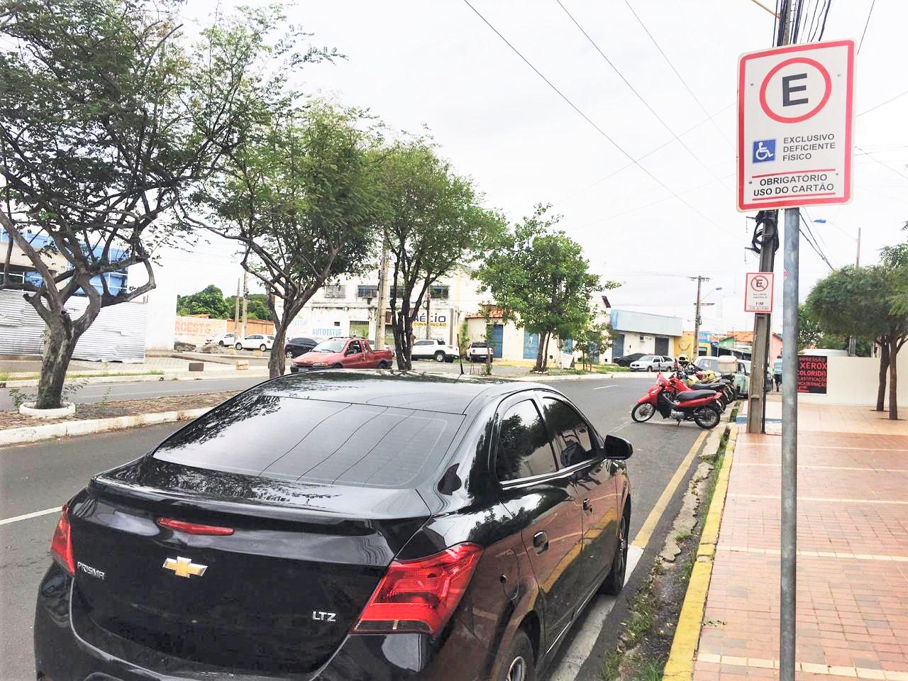Renovação dos cartões de estacionamento segue suspensa pela Strans