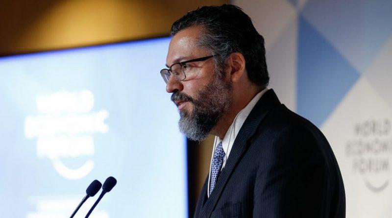 Senado aprova convite para Ernesto Araújo prestar esclarecimentos sobre visita de secretário dos EUA