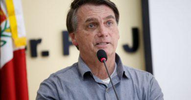 Tribunal internacional suspende denúncias de crime de Bolsonaro contra humanidade