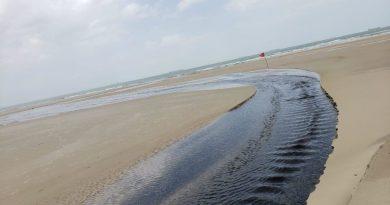 Vídeo! Canos jogam água suja diretamente no Rio Calhau; Secretaria apura o caso